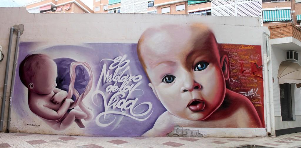 Grafiti en malaga de 2 bebes